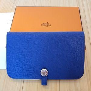 4e2a73efc9204 Hermes Duo Dogon Blue Electric Color Wallet